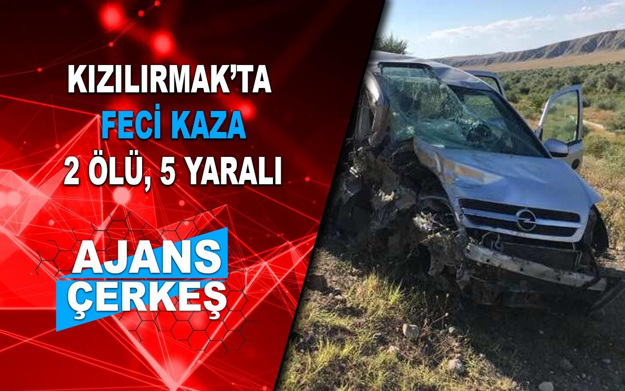 Otomobiller Kafa Kafaya Çarpıştı; 2 Ölü, 5 Yaralı